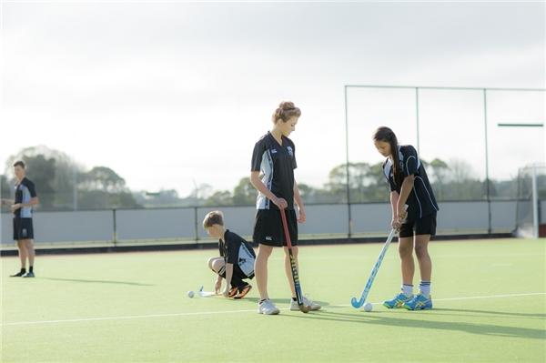 Bên cạnh học tập, các em còn được tham gia nhiều hoạt động rèn luyện thể chất và nghệ thuật.