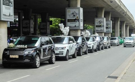 Dàn xe Land Rover mà chàng thiếu gia dùng để đón vợ tại sân bay