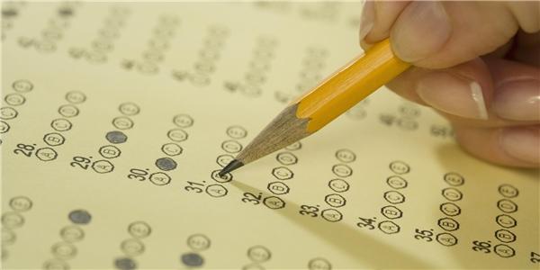 Phần lớn các môn thi trong kì thi THPT quốc gia 2017 sẽ được tiến hành dưới hình thức trắc nghiệm, kể cả môn toán. (Ảnh: Internet)