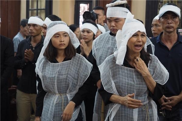 Lễ tang cố nghệ sĩ Hán Văn Tình diễn ra trong nỗi xót thương vô hạn - Tin sao Viet - Tin tuc sao Viet - Scandal sao Viet - Tin tuc cua Sao - Tin cua Sao
