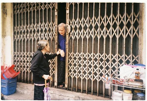 Những người già... Ảnh: Nguyễn Danh Khoa