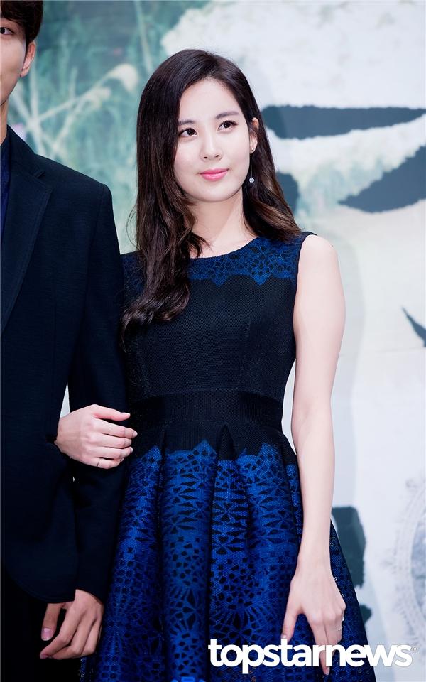 """So với các mẩu còn lại của SNSD, Seohyun là thành viên ít bị vướng vào nghi vấn """"dao kéo"""" nhất. So với ngày còn nhỏ, gương mặt nữ thần tượng dường như không có nhiều thay đổi. Vẫn là đôi mắt to, chiếc mũi cao thon gọn cùng đôi môi chúm chím mê hoặc lòng người."""