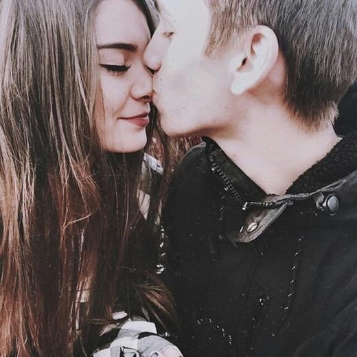 Khoảnh khắc chàng hôn lên mũi bạn có nghĩa là đối với chàng, bạn là tất cả.