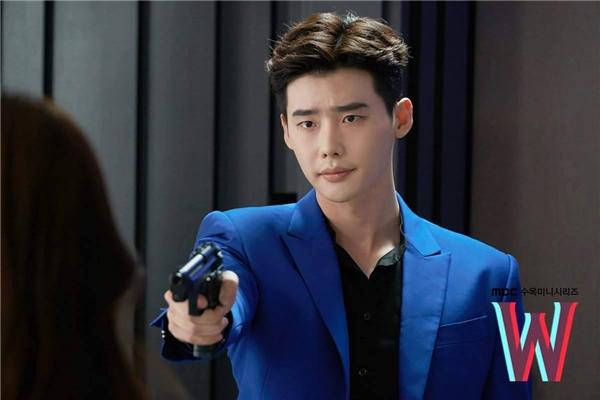 Phim W - Two Worlds của Lee Jong Suk đang chán dần?