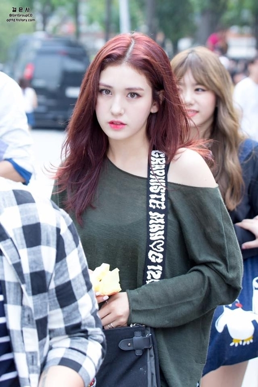 Somi sở hữu vẻ đẹp lai giữa Canada và Hàn Quốc.