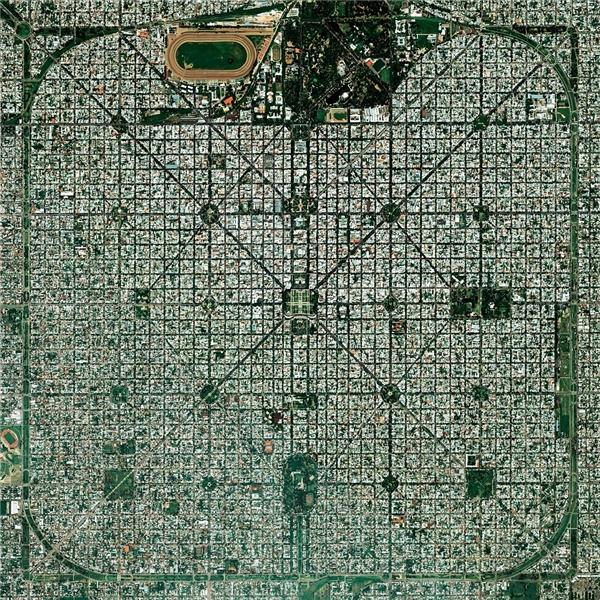 """Thủ phủ La PlatacủaBuenos Aires, Argentina làthành phố giành huy chương vàng cho hạng mục """"Thành phố tương lai"""" tại hội chợ Paris năm 1889."""