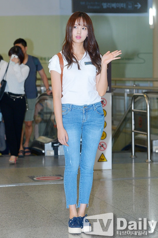 """""""Ma nữ"""" Kim So Hyun rạng rỡ lên đường đi nghỉ dưỡng"""