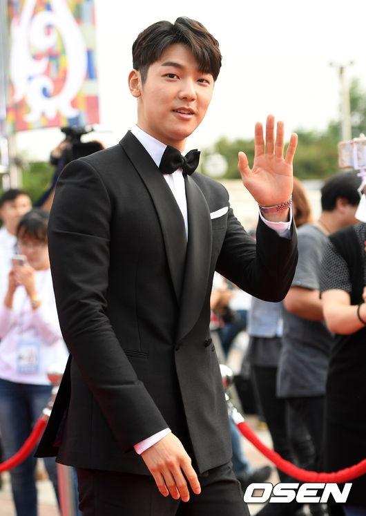 Nam diễn viên Kang Min Hyuk.