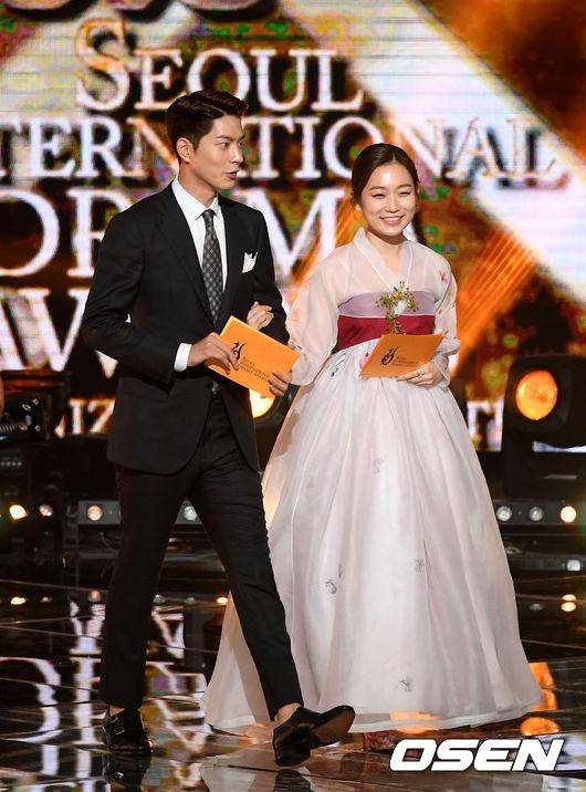 Cũng tại buổi lễ trao giải Seoul International Drama Awards 2016 diễn ra tại Hàn Quốc, ngoài sự xuất hiện của Nhã Phương còn có sự góp mặt của dàn sao tên tuổi.