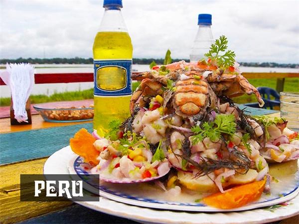 """Bữa sáng hải sản ướp nước cốt chanh rưới sốt ớt cay nóngsize cực đại củaPeru có lẽ sẽ """"gây kinh hoàng"""" cho những thực khách có dạ dày bé."""