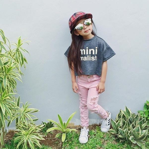 Thời trang của Alaia gắn liền với màu hồng chủ đạo và phối vô cùng đẹp mắt.