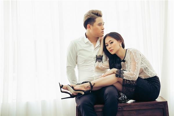 Trải qua gần 1 năm với nhiều sóng gió trong cuộc sống gia đình, cuối cùng Vũ Duy Khánh và Tiên Moon vẫn giữ được hạnh phúc gia đình.