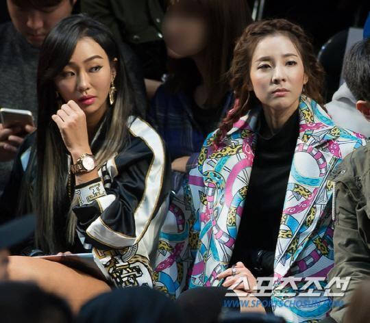 Dara (bên phải) trông giống đàn em của Hyorin (Sistar) dù Hyorin kém Dara những 7 tuổi.
