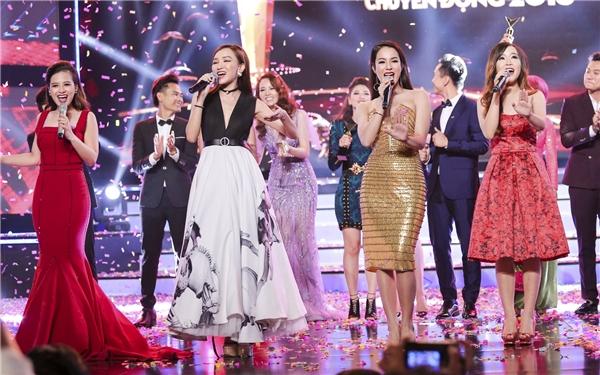 Dương Hoàng Yến tham gia biểu diễn tại sự kiện tối qua.