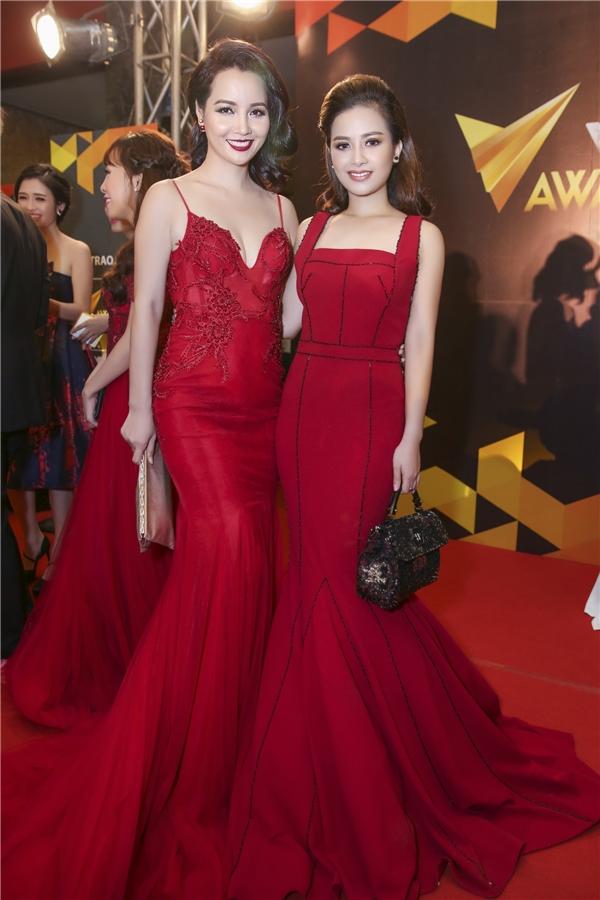 Dương Hoàng Yến diện bộ đầm đỏ của NTKHà Duy – người từng đồng hành với cô tại cuộc thi Cặp Đôi Hoàn Hảo 2013.