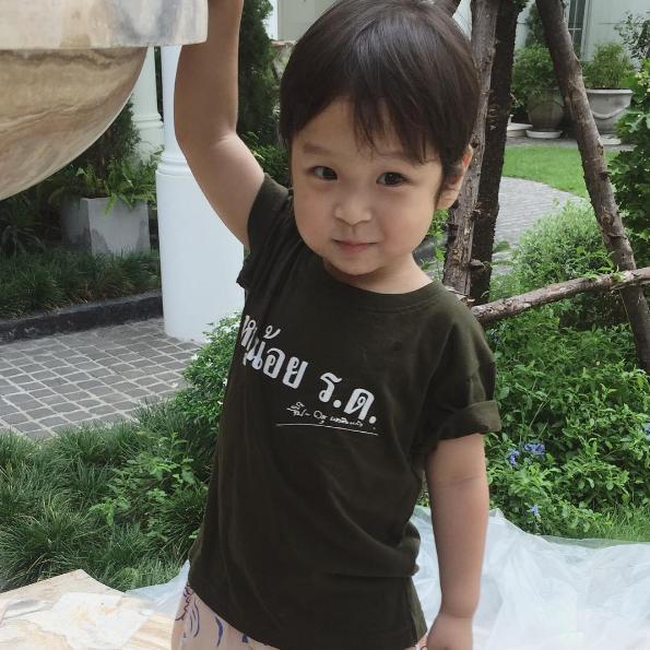 Ghen tị với tổ ấm đẹp như tranh vẽ của mĩ nam gợi cảm nhất Thái Lan