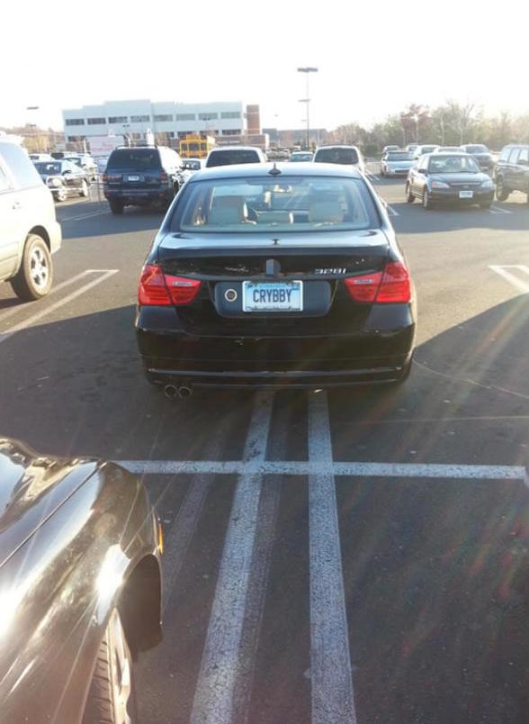 Đỗ xe như thể mình là cái rốn của vũ trụ vậy.