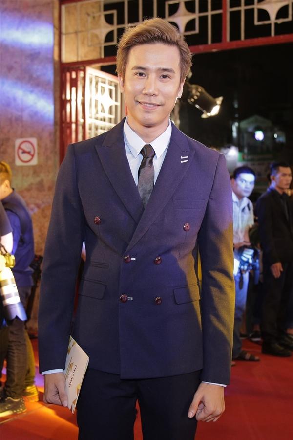 Cũng tại sự kiện tối qua, ngoài sự xuất hiện của Dương Hoàng Yến, buổi lễ trao giải còn có sự góp mặt của nhiều nghệ sĩ khác. Trong ảnh, đạo diễn - biên đạo múa Lê Việt bảnh bao đến tham dự chương trình.
