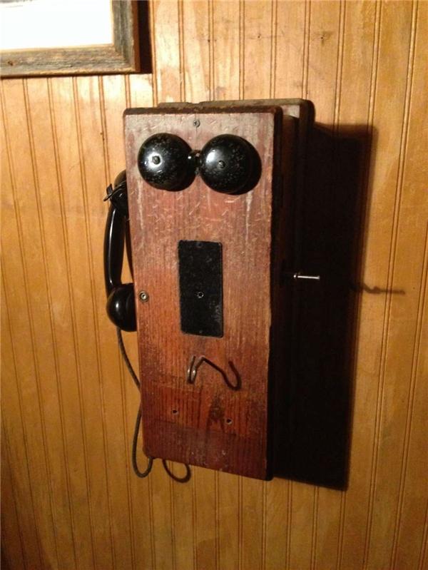 """Bốt điện thoại """"hóng hớt cấp Vịnh Bắc Bộ""""."""