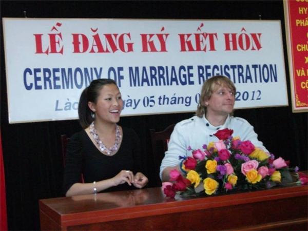 Năm 2012, Mai Sue kết hôn với Steve, một doanh nhân người Bỉ