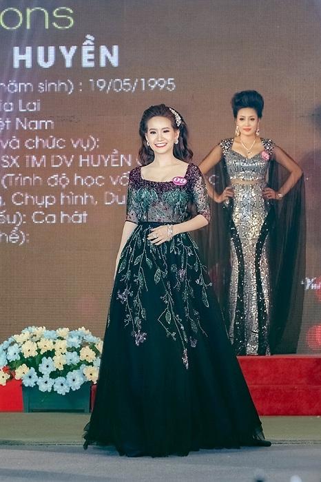 Võ Thị Ngọc Huyền đăng quang Á hậu Doanh Nhân Thế Giới Người Việt 2016