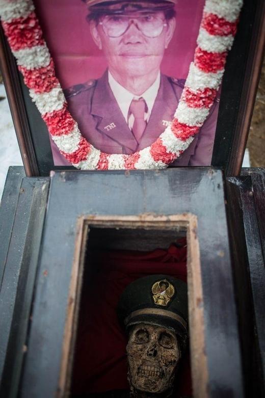 """Người dân đã tổ chức nghi lễ này với niềm tin rằng những người lính hi sinh trong chiến trậnsẽ được""""đoàn tụ"""" với gia đình của mình."""