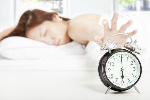Thói quen ngủ nướng sáng sớm là không tốt đâu nhé.