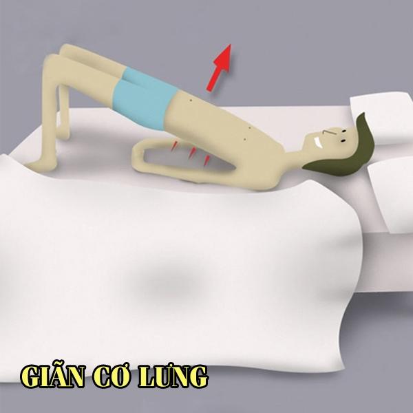 Bạn đặt hai taydưới lưng, lòng bàn chân chống thẳng xuống giường rồi từ từ nâng phần lưng dưới lên, sau đó hạxuống và lặplạitrongmột phút. Động tác này có thểgiúp bạn giãn cơ lưng đồng thời tác động một phần lên cơ bụng, thu gọn vòng 2.