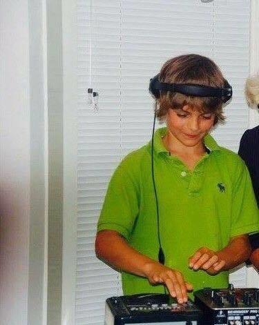 Martin Garrix bắt đầu sự nghiệp DJ tại một đám cưới bạn của bố mẹ Martin, khi đó Martin chỉ mới 9 tuổi.