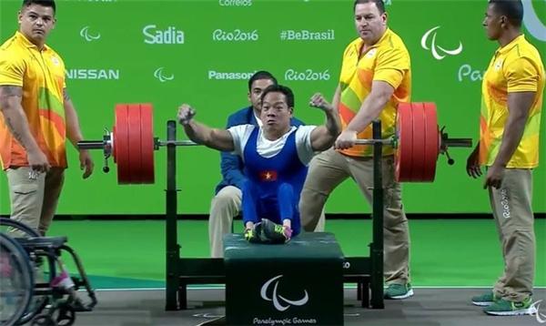 Anh xuất sắc chinh phục được mức cử tạ 181 kg ở lần cử thứ 3. (Ảnh: Internet)