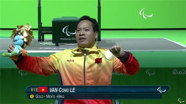 Lực sỹ Lê Văn Công - người đầu tiên kéoquốc kỳ Việt Nam bay cao ở Thế vận hộiParalympic. (Ảnh: Internet)