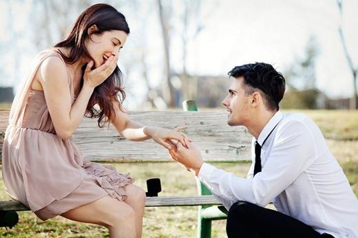 Tặng nhẫn chính là lúc chàng muốn cùng bạn xây dựng hạnh phúc lứa đôi.