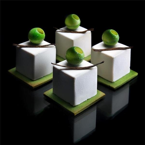 Khối vuông được thực hiện rất vững vàngvới sự phân tách vô cùng hoàn hảo của 6mặt phẳng xung quanh.
