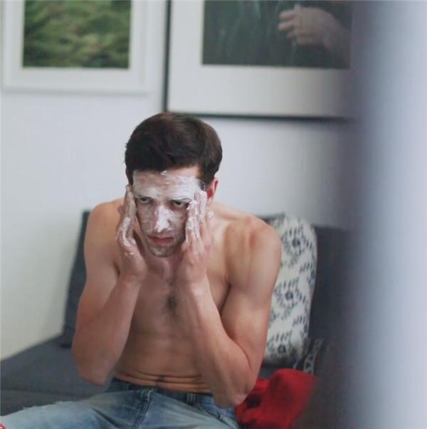 Ngồi máy tính nhiều, da mặt mình bị sạm hết rồi nè, phải tân trang nó thôi.