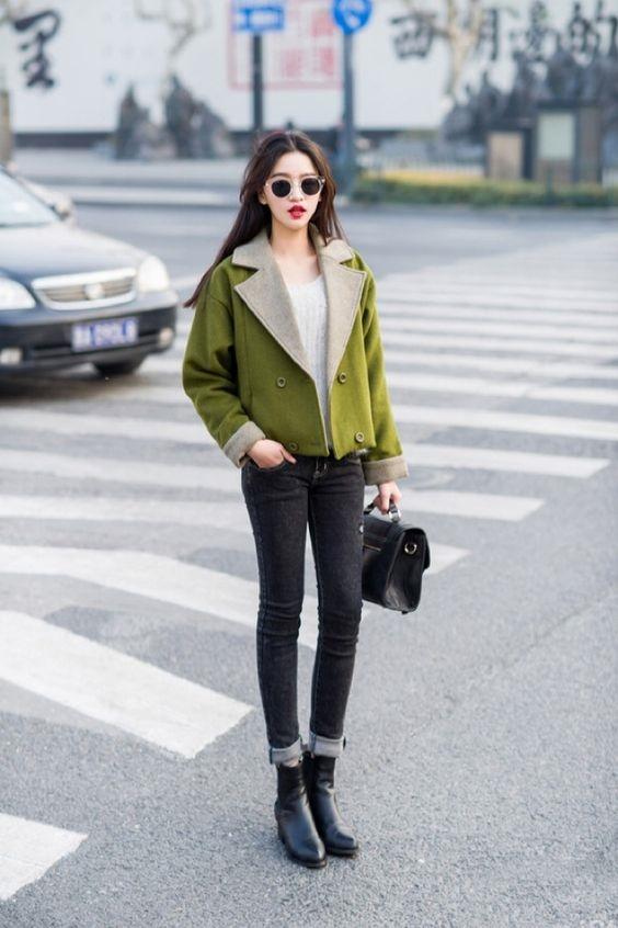 Bạn nhớ chú ý chọn những màu sắc trầm tính để luôn thật đẹp và sành điệu với ankle boots nhé.