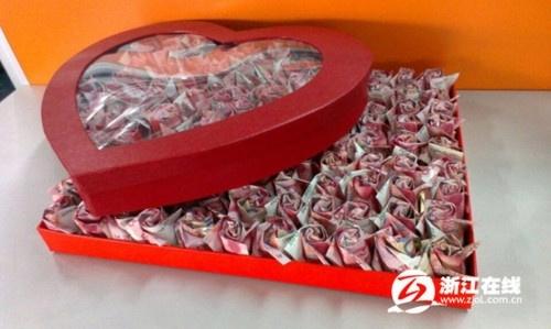 999 bông hồng giấy gấp từgần 200.000 NDT tặng người yêu.