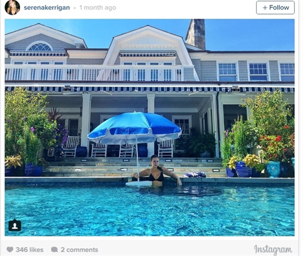Mùa hè đơn giản chỉ là được đắm mình trong bể bơi tại dinh thự của mình.