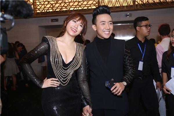 Từ khi cặp đôi với Trấn Thành, phong cách thời trang của Hari Won cũng có sự thay đổi nhất định. Cô bắt đầu gợi cảm, táo bạo và biết đầu tư, chăm chút cho bản thân hơn.