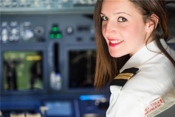 Bạn biết vì sao phi công không được có một vết sẹo nào trên người?