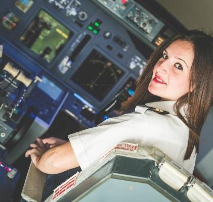 Ngoài những quy định gắt gao về chiều cao, cân nặng, sức khỏe thì phi công còn được kiểm tra kĩ lưỡng những vết sẹo trên người. (Ảnh: Internet)