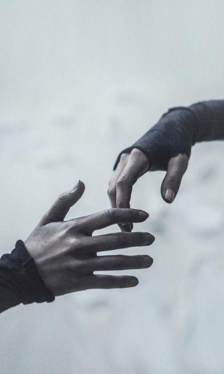 """""""Buông tay chưa bao giờ là một lựa chọn trong bất kì tình huống nào..."""" (Ảnh: Internet)"""