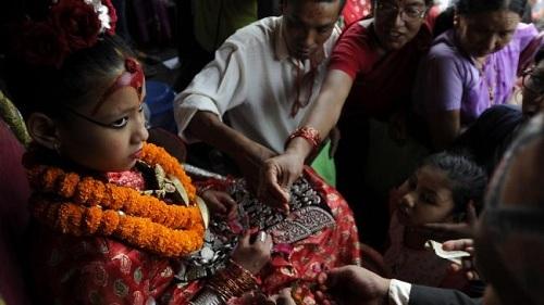 Sau trận động đất ở Nepal vào tháng 4/2015 người Nepal càng tin tưởng hơn vào Kumari, số người hành hương tới gặp Kumari để nhờ nữ thần ban phước lành tăng vọt.