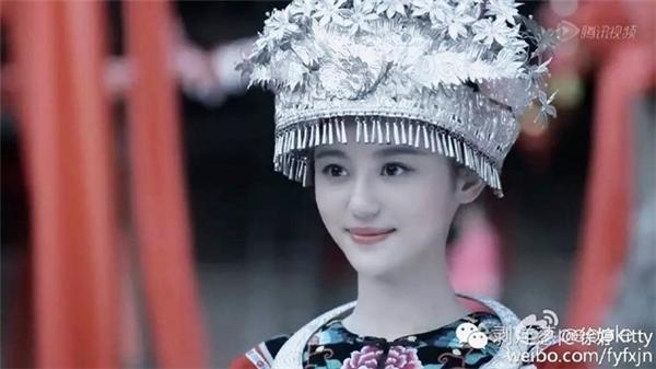 Vẻ đẹp của Từ Đình được ví von với Triệu Nhã Chi - ảnh hậu Hồng Kông. (Ảnh: Weibo)