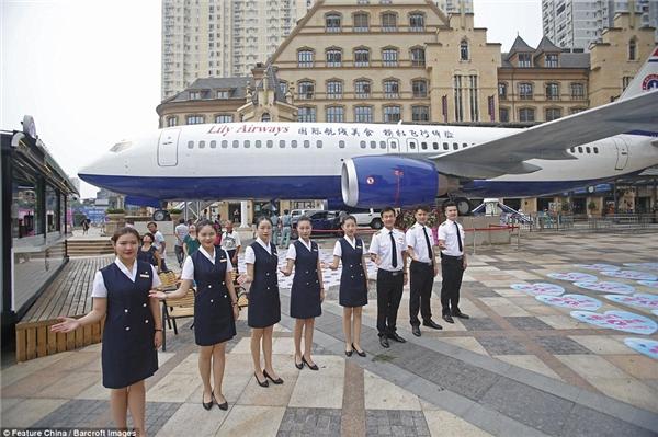 Nhân viên phục vụ của nhà hàng được lựa chọn theo tiêu chí tương tự như một tiếp viên hàng không.