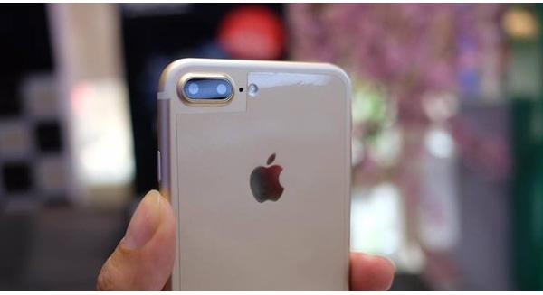 Có cụm camera kép như iPhone 7 Plus. (Ảnh: internet)