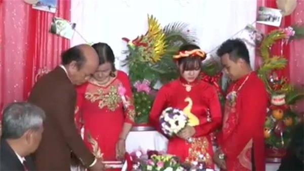 Choáng với hồi môn 300 cây vàng mẹ cho con trong đám cưới miền Trung