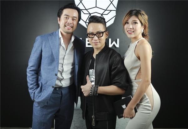 Dương Khắc Linh và Trang Pháp tình tứ tham dự buổi ra mắt cửa hàng thời trang của người bạn thân.