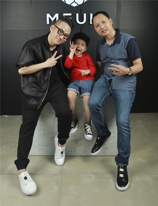 Nhạc sĩ Nguyễn Hải Phong và con trai.