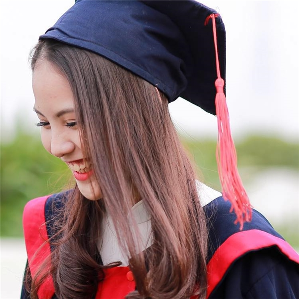 Cư dân mạng mới chỉ kịp tìm ra bà xã Chí Anh tên thật là Trần Vũ Khánh Linh, sinh năm 1998. Năm nay, Khánh Linh vừa tròn 18 tuổi. - Tin sao Viet - Tin tuc sao Viet - Scandal sao Viet - Tin tuc cua Sao - Tin cua Sao