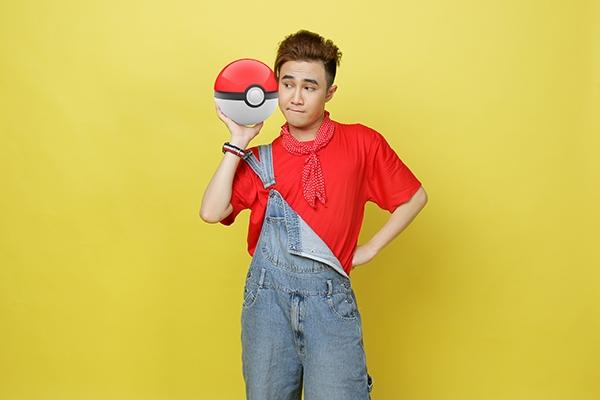 Huỳnh Lập nhí nhảnh trong hình ảnh Pikachu.